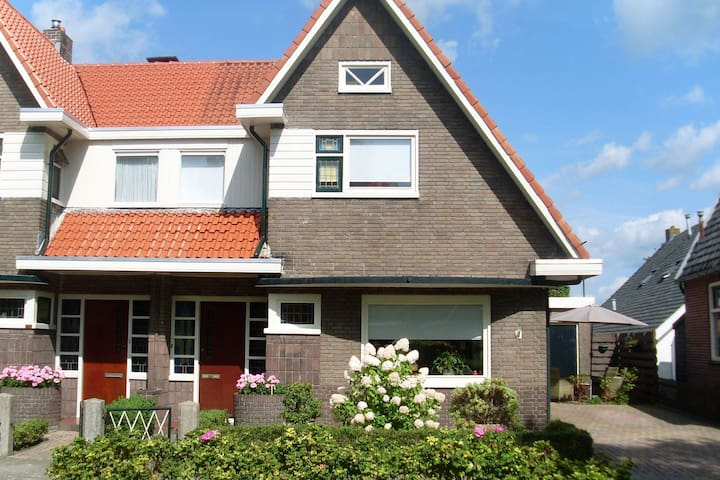 Pleasant, fully equipped, 4-person apartment in Reestdal region, near Meppel