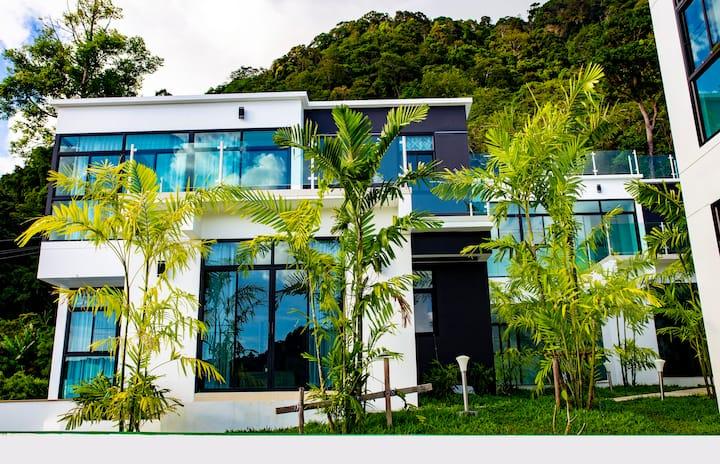 Luxury 2 Bed King Sea View Villa - Pool - TukTuk