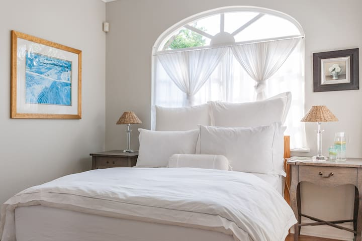 Treetops Villa Cotton Suite - Private and Secure