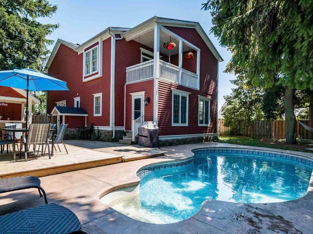 SIMCOE PINES, with Pool, located in Old Town NOTL