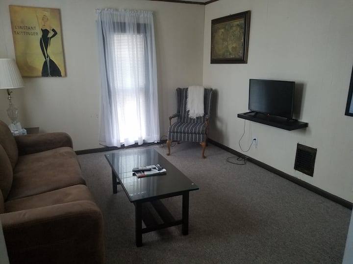Two Bedroom Downtown Private Apartment