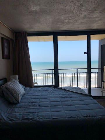 Ocean View Condo ( King Bed) In Daytona Beach!