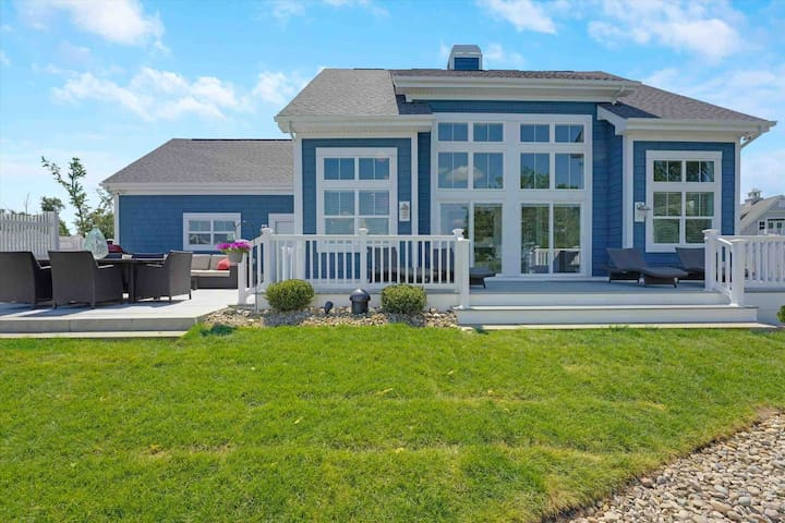 Stunning 3BR Waterfront  home on Buckeye Lake