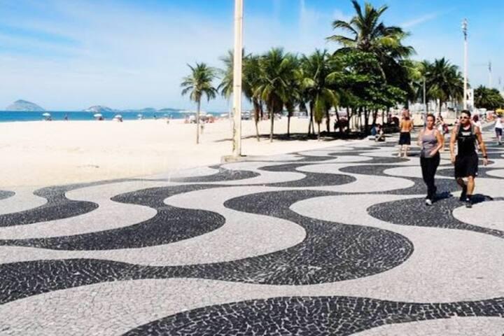 Copacabana ,3 minutos da praia,seguro e moderno !