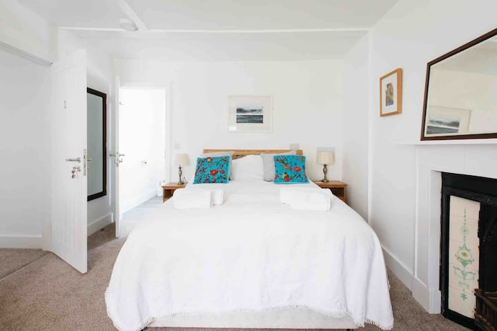 Pretty double ensuite, garden & parking, St. Ives