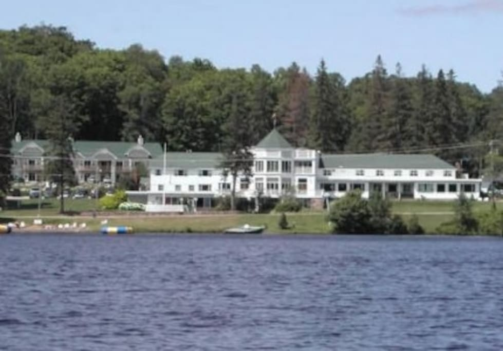 Family fun or a romantic getaway is only a 2&1/2 hour drive from Toronto to Haliburton Heights Resort!