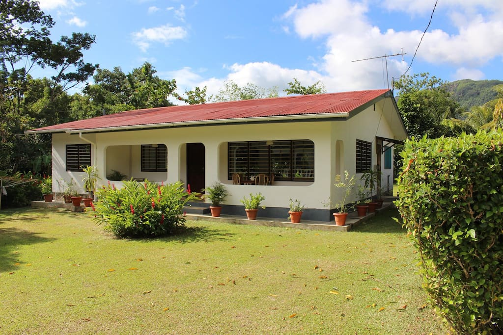 Villa nella beau vallon seychelles villas louer for Villa jardin seychelles