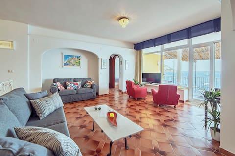 Beautiful Villa with Private Terrace above the Sea