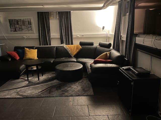 Rymlig lägenhet i källarplan centralt i Mora