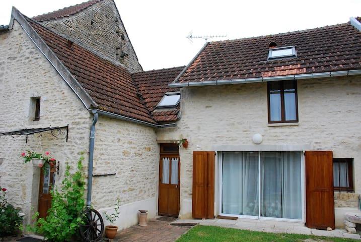 Chambre d'hôtes avec salon privé - L'Isle-sur-Serein - Bed & Breakfast