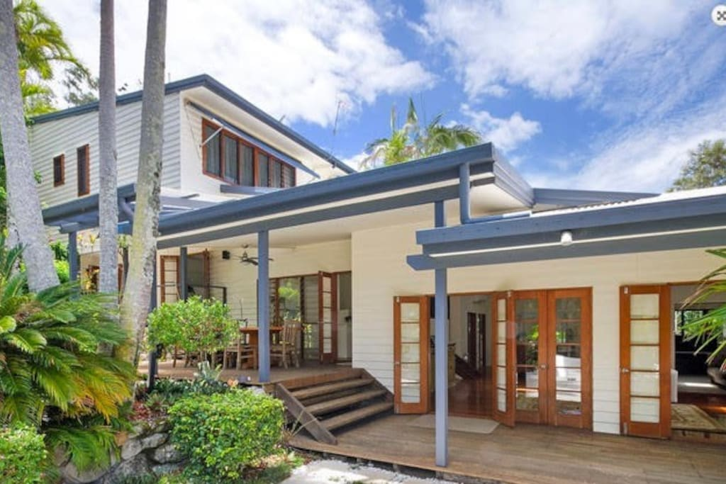 noosa beach retreat houses for rent in noosa heads. Black Bedroom Furniture Sets. Home Design Ideas