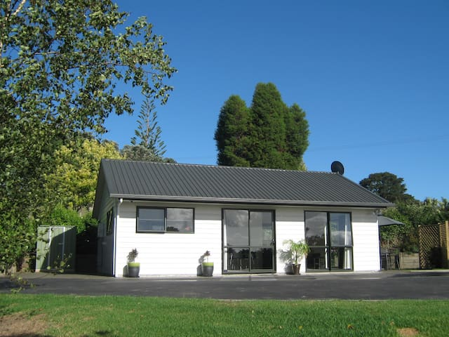 Birchgrove Cottages 1 bedroom - Ngararatunua - Apartment
