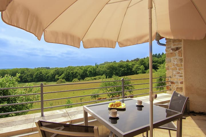 Romantic tower with roof terrace and plenty of privacy and use heated pool