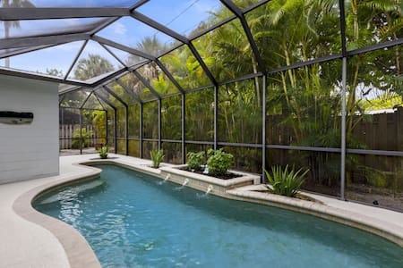 Siesta Key vacation rental home close to village with swimming pool