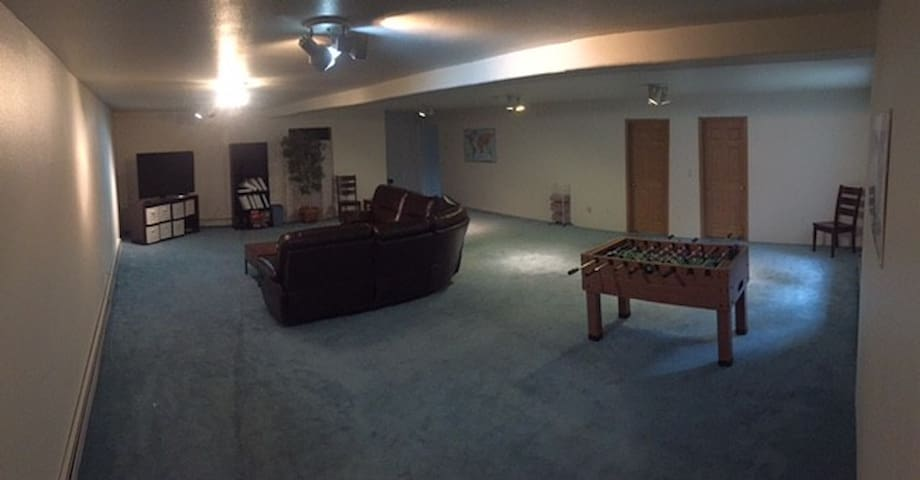 Downstairs apartment in large home - Anchorage - Hus