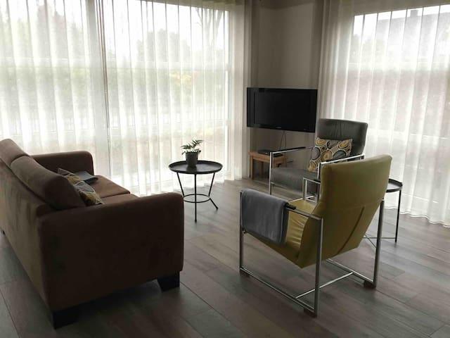 Nieuw, ruim en modern ingericht appartement