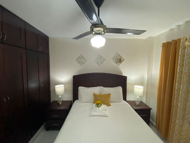 - [ ] Second bedroom . It has  a queen sized bed