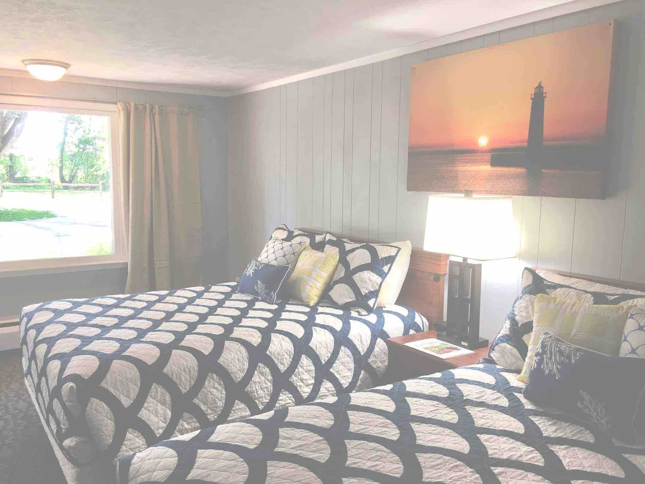 Deluxe 2 Queen Bed. Comes standard with 250 thread count sheets, flat screen tv, wifi, cable, full bath, mini fridge, microwave, coffee maker, blow dryer and spa toiletries.