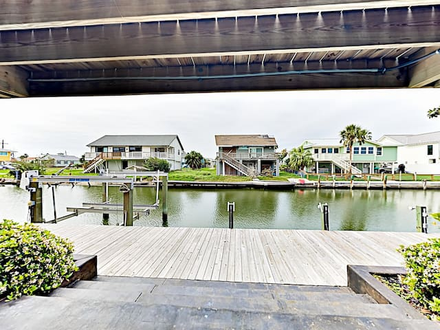 Gorgeous canal views await from the front deck.