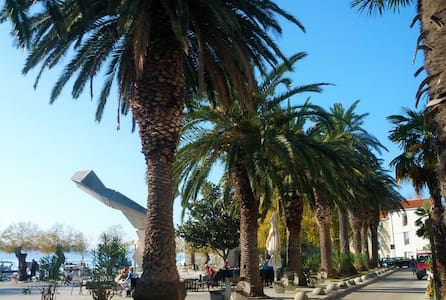 Sea-side apartment near Split, Airport, & Beaches!