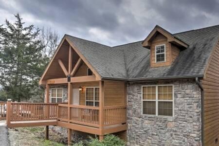 2BR Branson Cabin w/Deck & Resort Amenities! - Branson West - Hytte