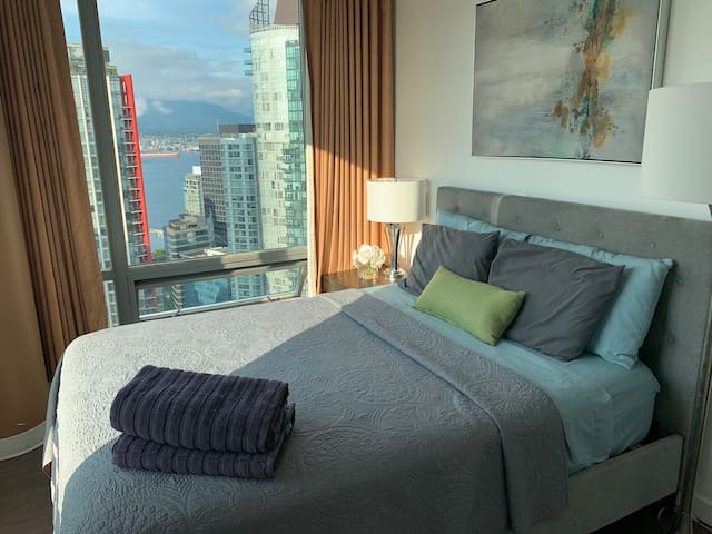 Five star 2br suite monthly stay cross Trump Tower