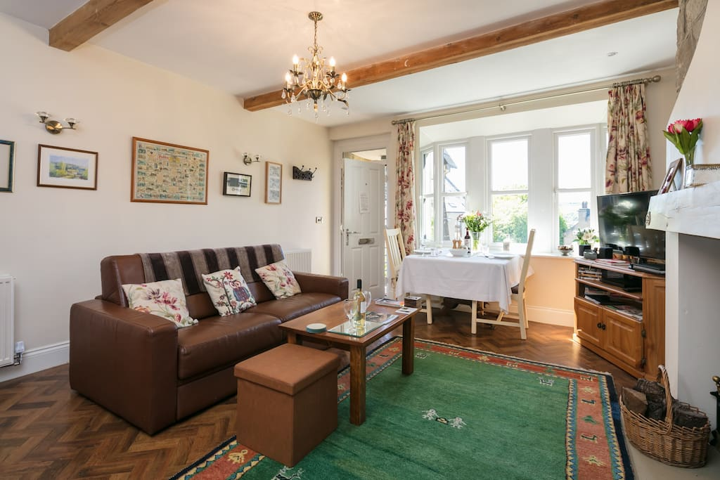 Relax in the spacious living room with a view of the sunny garden.