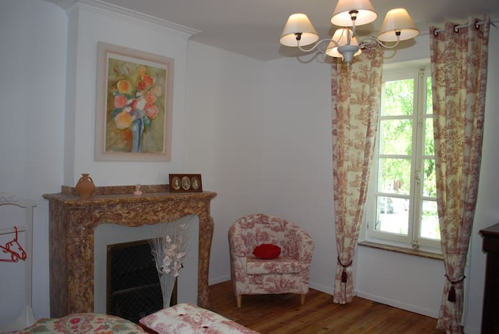 Jolie chambre d'hôtes  dans les Corbières - Douzens - Rumah Tamu