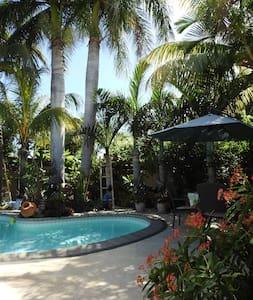 ParadiseNest charming standard room - Black River - Bed & Breakfast