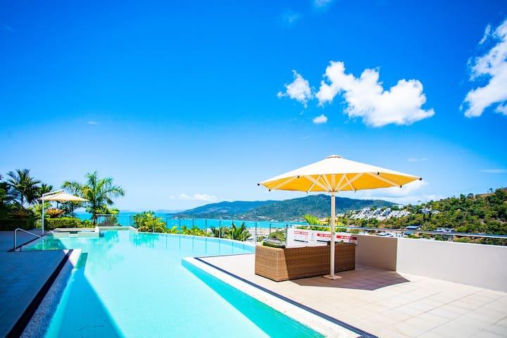 ★Seaviews at Searene, Modern, Pool + Free WIFI ★
