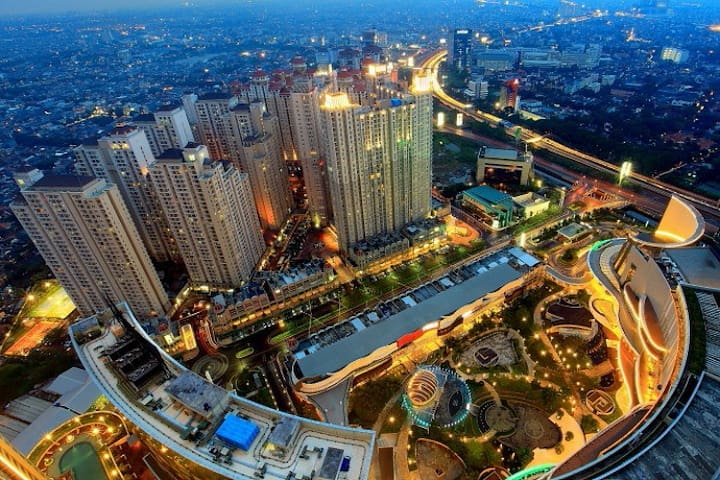 The largest and the most complete mall at Jakarta. You can find any restaurant and branded store