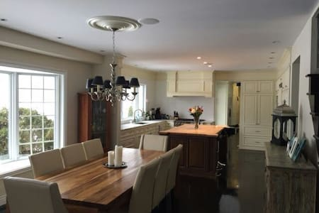 Large home 10 min from downtown - Saint-Lambert - Haus