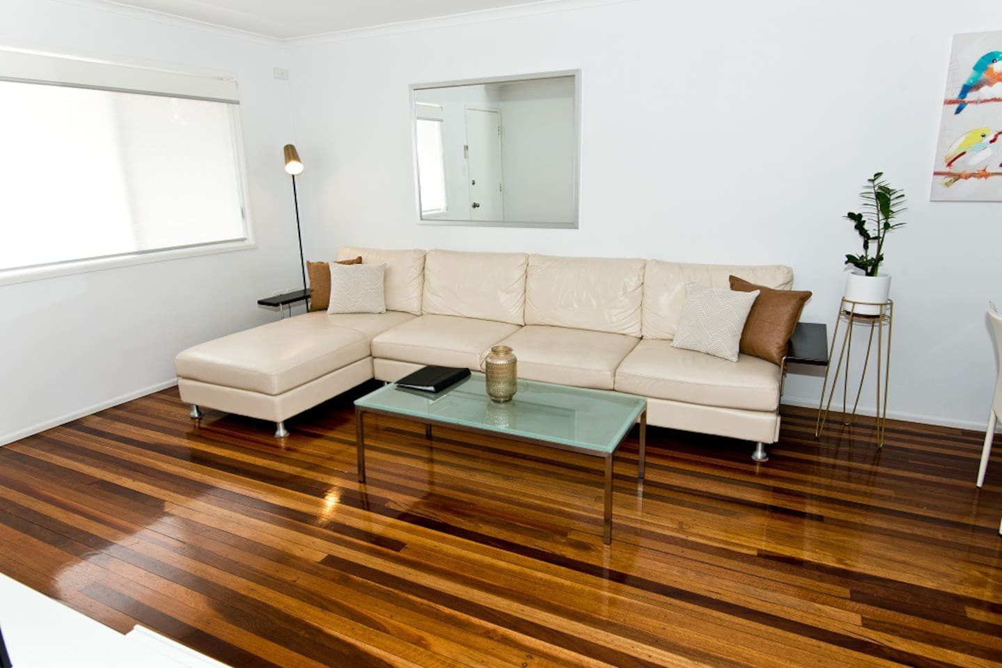 Wynnum Bayside Apartments: Unit 2 - 1 Bedroom Unit