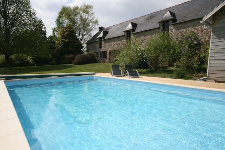 Beautiful Holiday Home in Baye with Private Swimming Pool