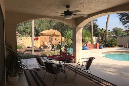 Comfy Pool House.  Great location!!!! - Lakeland