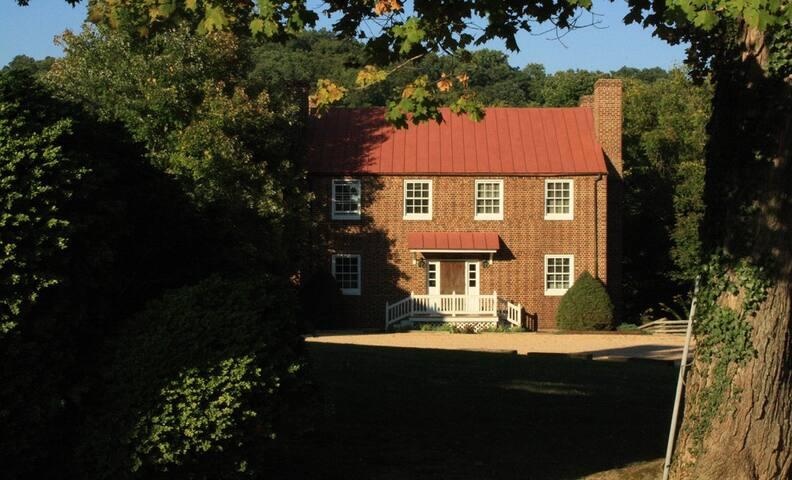 Maple Hall Inn Pond House - Lexington - Bed & Breakfast
