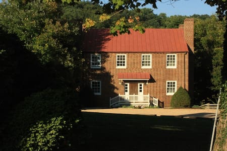 Maple Hall Inn Pond House - Lexington - Bed & Breakfast