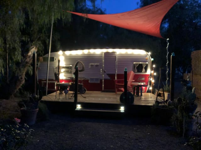 Wine Country Farm Stay; Retro Glamping!