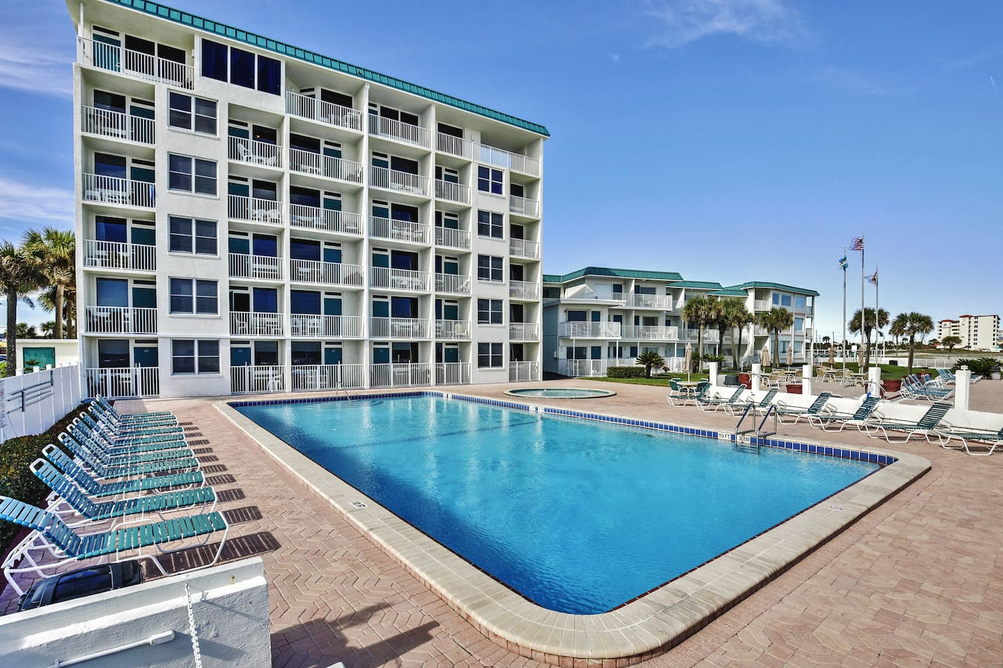Let this sensational Daytona Beach vacation rental studio serve as your own personal oasis during your stay in sunny Florida!