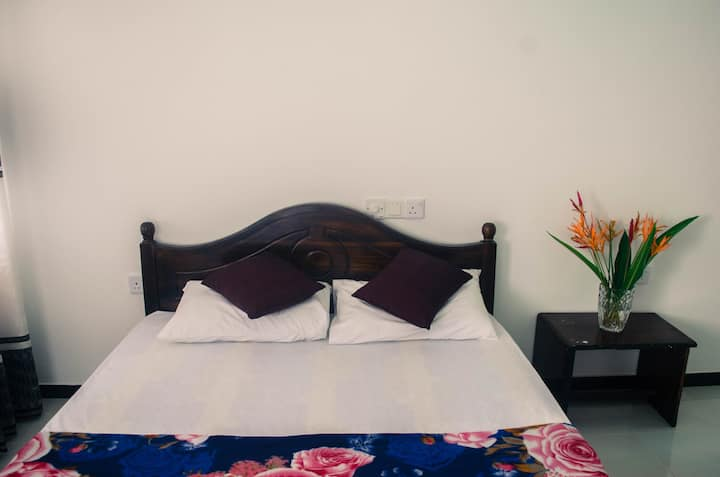 Sera Villa Room 4 - AC room with Double bed, Galle