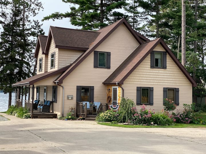Ideal Snowmobile Lodge! Direct Access & parking