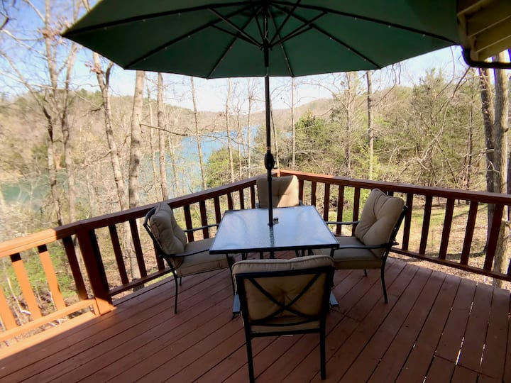 Little Clifty Escape, Beaver Lake Waterfront, amazing lakefront with Boat Access, Fishing, Sun Deck