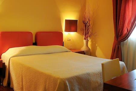 Hotel Le Ruote - Pieve A Nievole - Bed & Breakfast