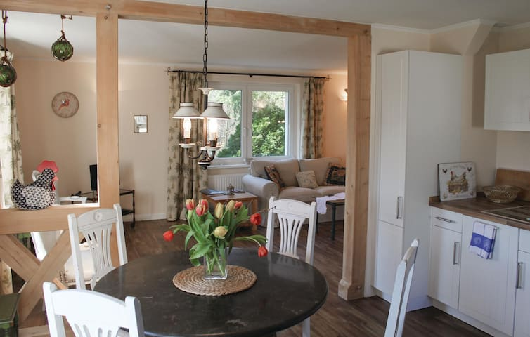 Holiday cottage with 2 bedrooms on 70 m² in Settin