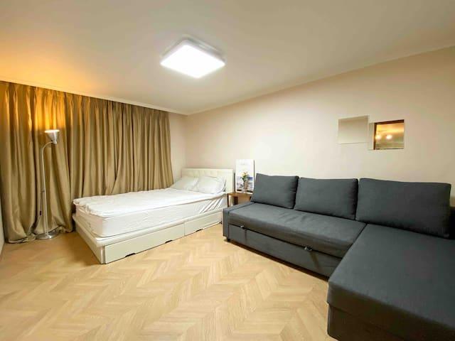 1 queen bed/ 1 sofa bed