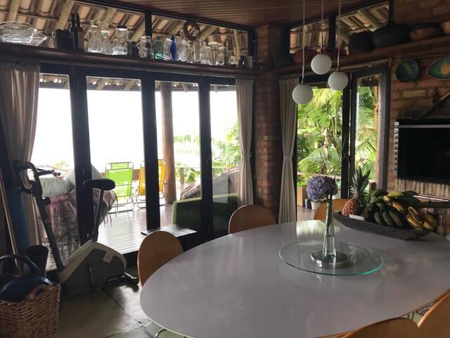 Casa na Praia da Silveira. A melhor vista