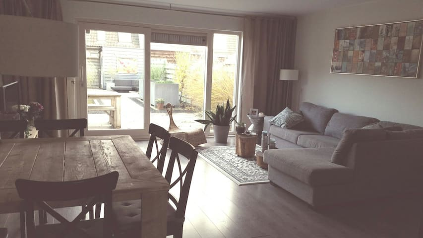 Family house, bathroom, 2 bedrooms, lovely garden - Purmerend - Casa