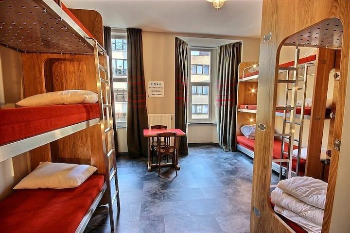 Family 9 Female Dorm (Bed)