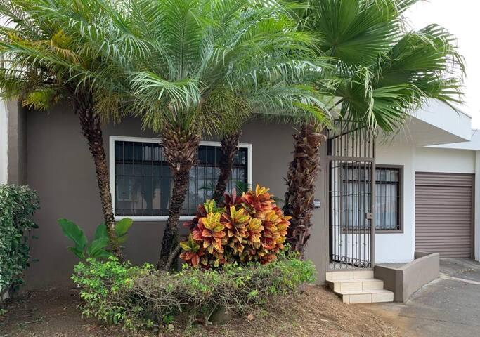 Casa bien ubicada, cómoda y segura