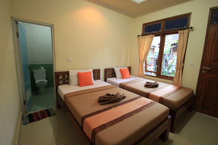 Standard Twin Room w/AC, Duana's Homestay